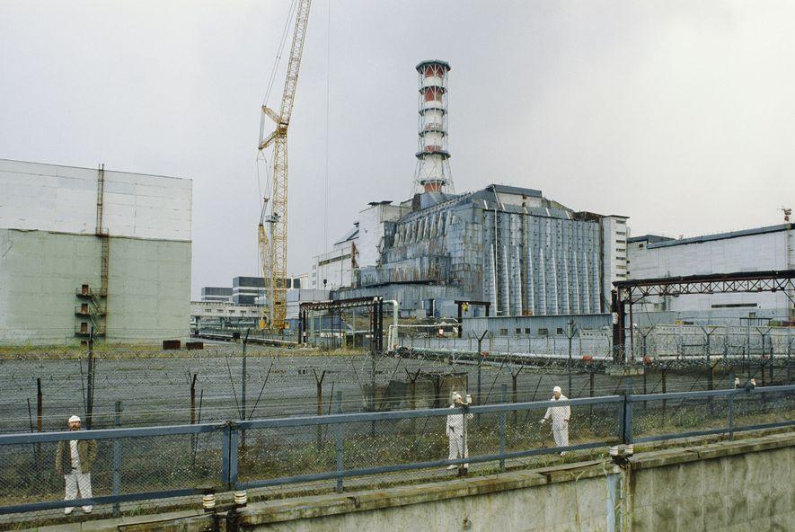 Unos meses después de que el reactor 4 de la central nuclear de Chernóbil estallara en ...