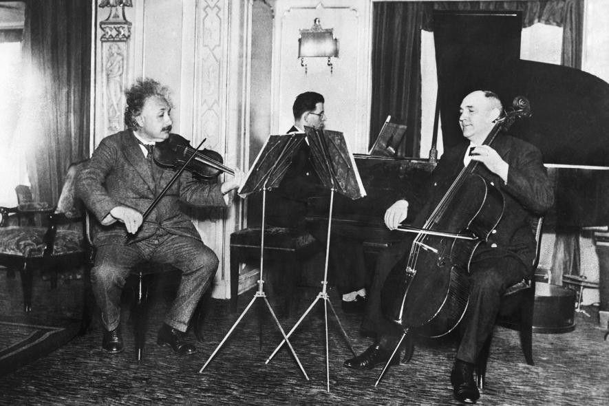 Einstein tenía muchas amistades musicales, y se reunían muy a menudo para tocar música de cámara.