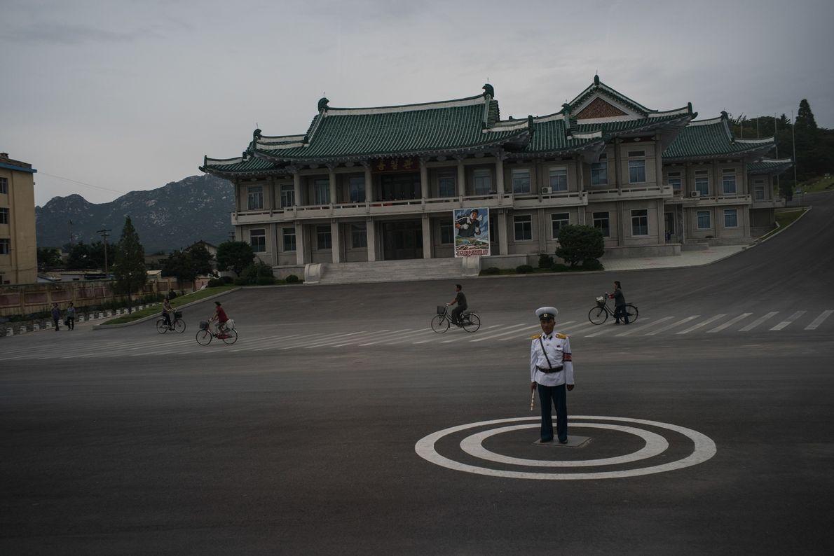 Un guardia urbano en Kaesong