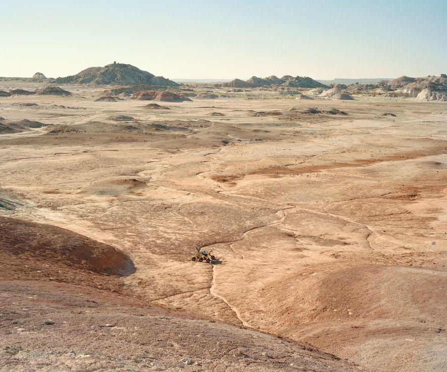Un rover atraviesa el desierto durante el University Rover Challenge celebrado en la Mars Desert Research ...
