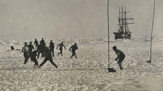 Ernest Shackleton y su tripulación