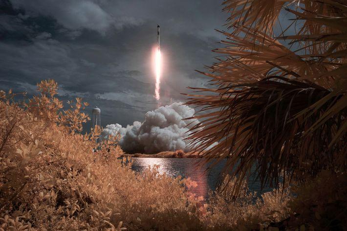 El cohete Falcon 9 despega desde el Centro Espacial Kennedy