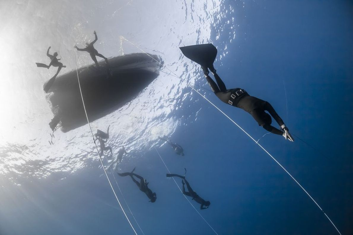 Nadadora con monoaleta