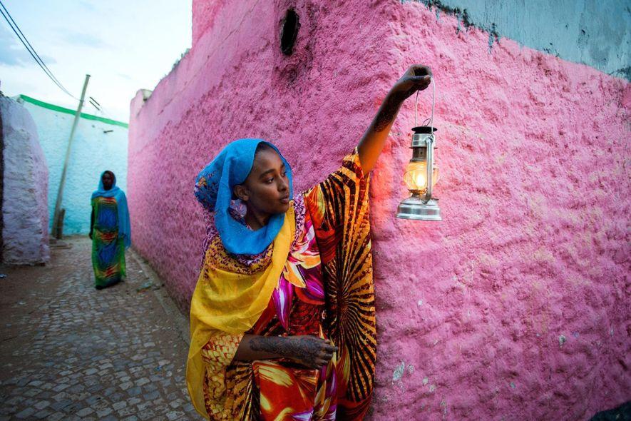 La ciudad vieja de Harar, en Etiopía, es un laberinto de callejones con paredes coloridas.