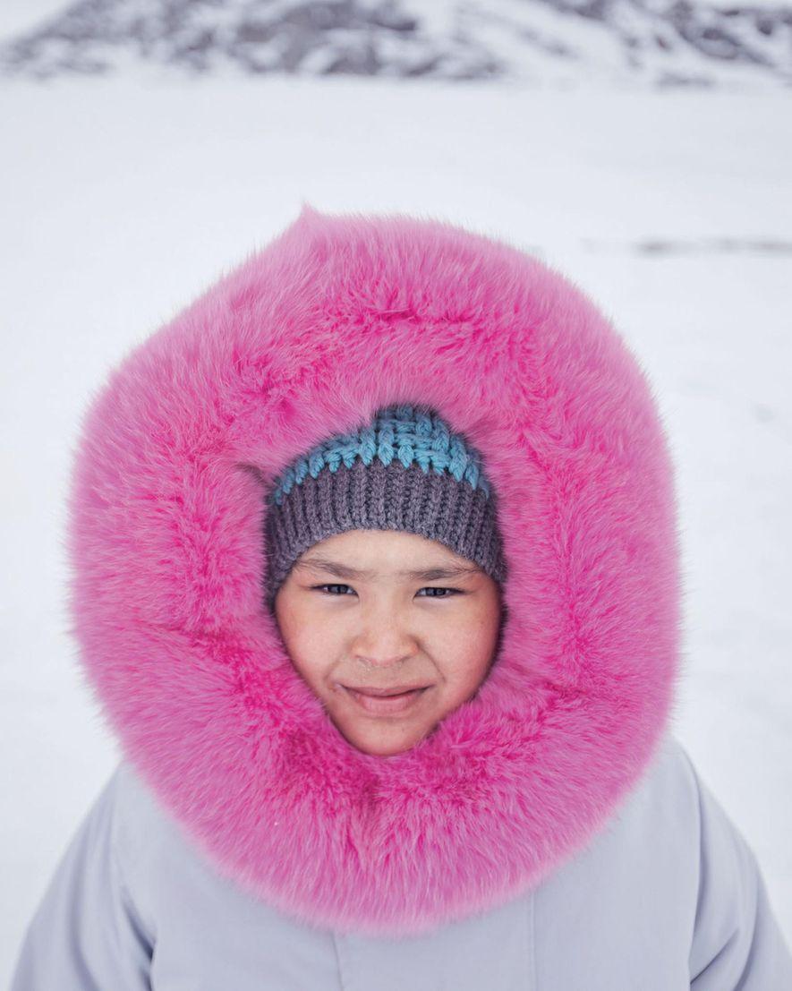 Con una parca tejida por su madre, Ashley Hughes pasó su décimo cumpleaños de acampada con ...