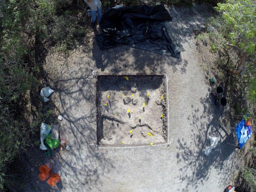 Un plano cenital de las excavaciones sobre Mount Key, Florida, muestra una parte de lo que ...