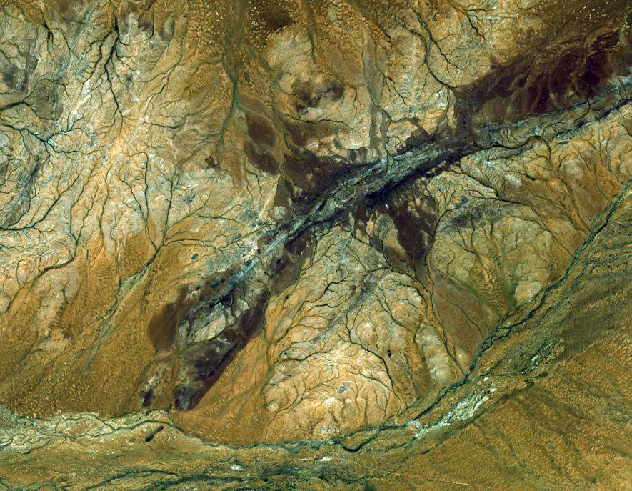 El satélite ASTER captó esta imagen de la región australiana de Jack Hills. Es el fragmento más antiguo de la corteza terrestre descubierto hasta la fecha y contiene zircones que datan de hace 4.400 millones de años.