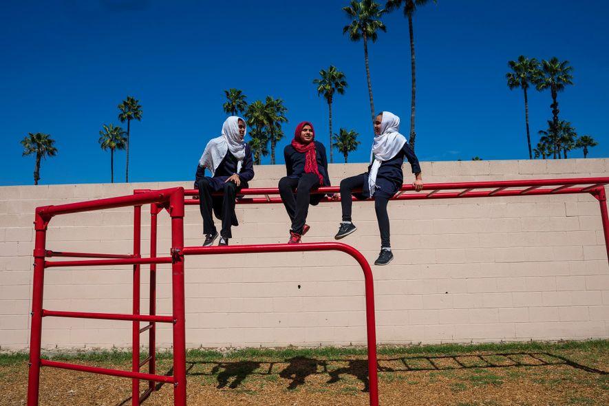 Estudiantes de la City of Knowledge School. Este colegio con sede en Pomona se fundó en ...