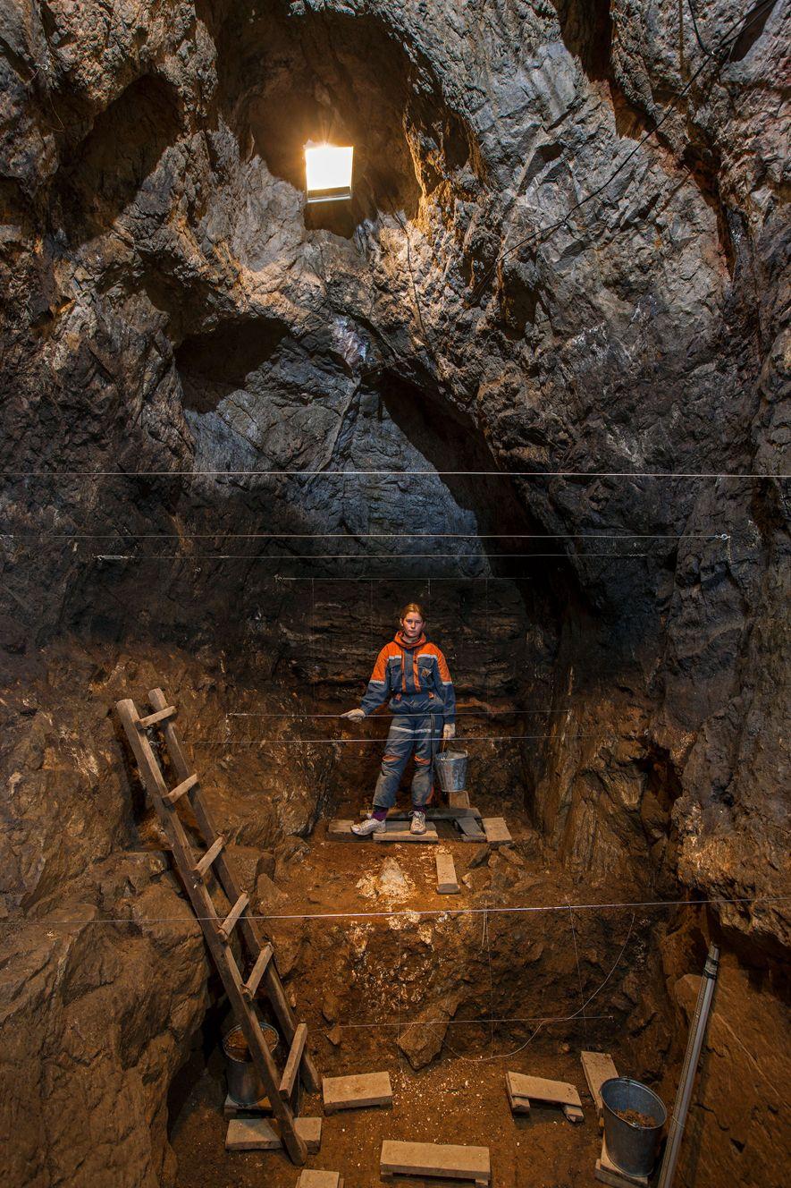La cueva de Denisova, en Siberia, es el único lugar conocido que contiene restos de neandertales, ...