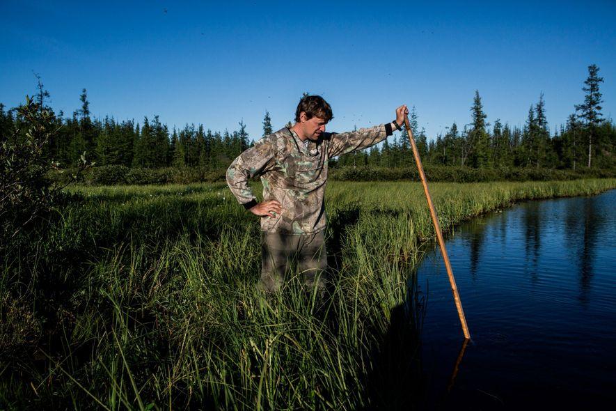 Nikita Zimov crea burbujas de metano en un lago que, según se cree, se está expandiendo ...