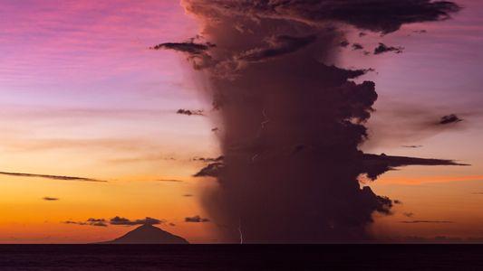 Una erupción volcánica provocó una tormenta eléctrica de una semana y los científicos quieren saber por ...