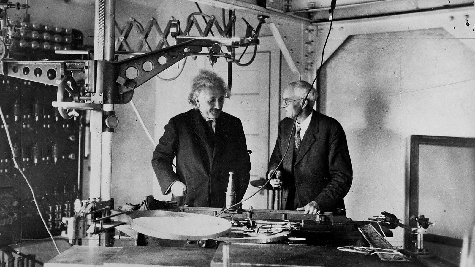 Albert Einstein en su laboratorio