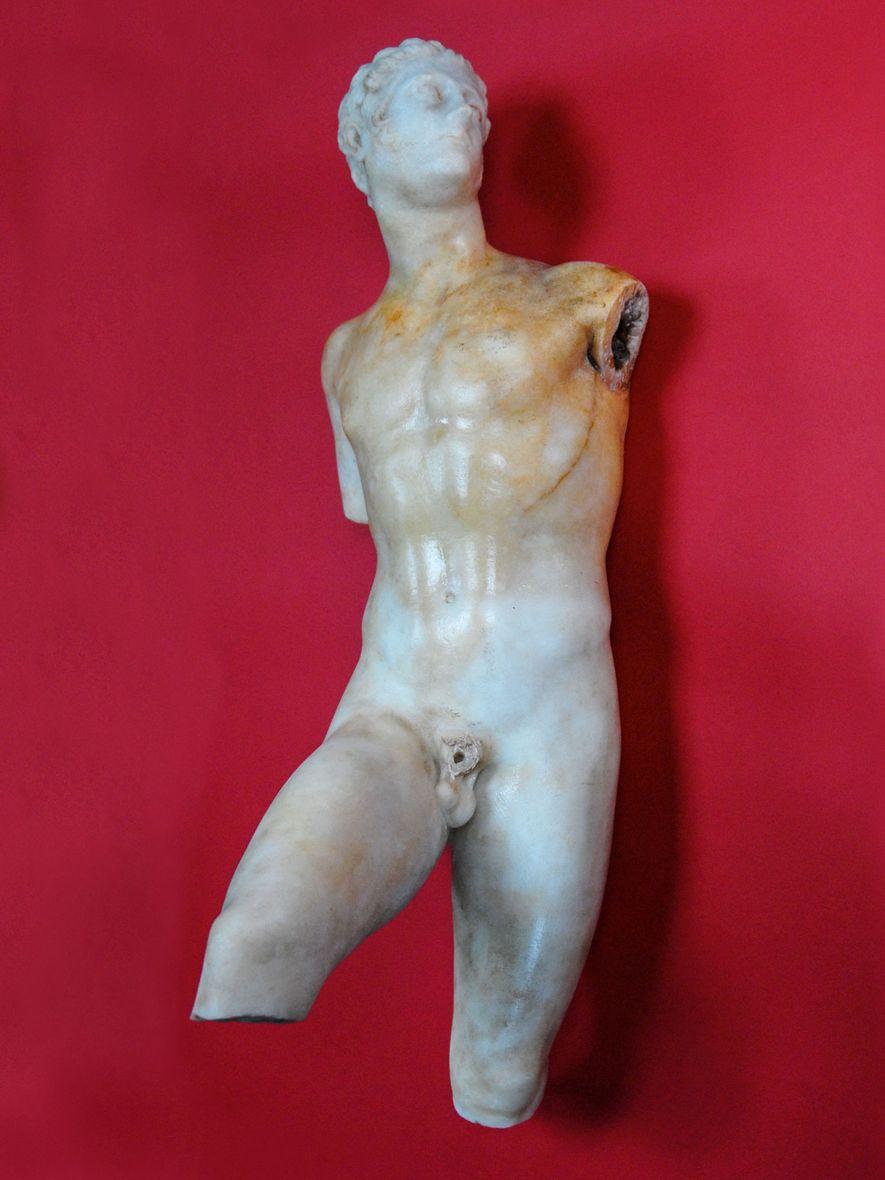 Tras 14 años de excavaciones infructuosas, Papakosta desenterró esta estatua romana de Alejandro Magno, que ahora ...