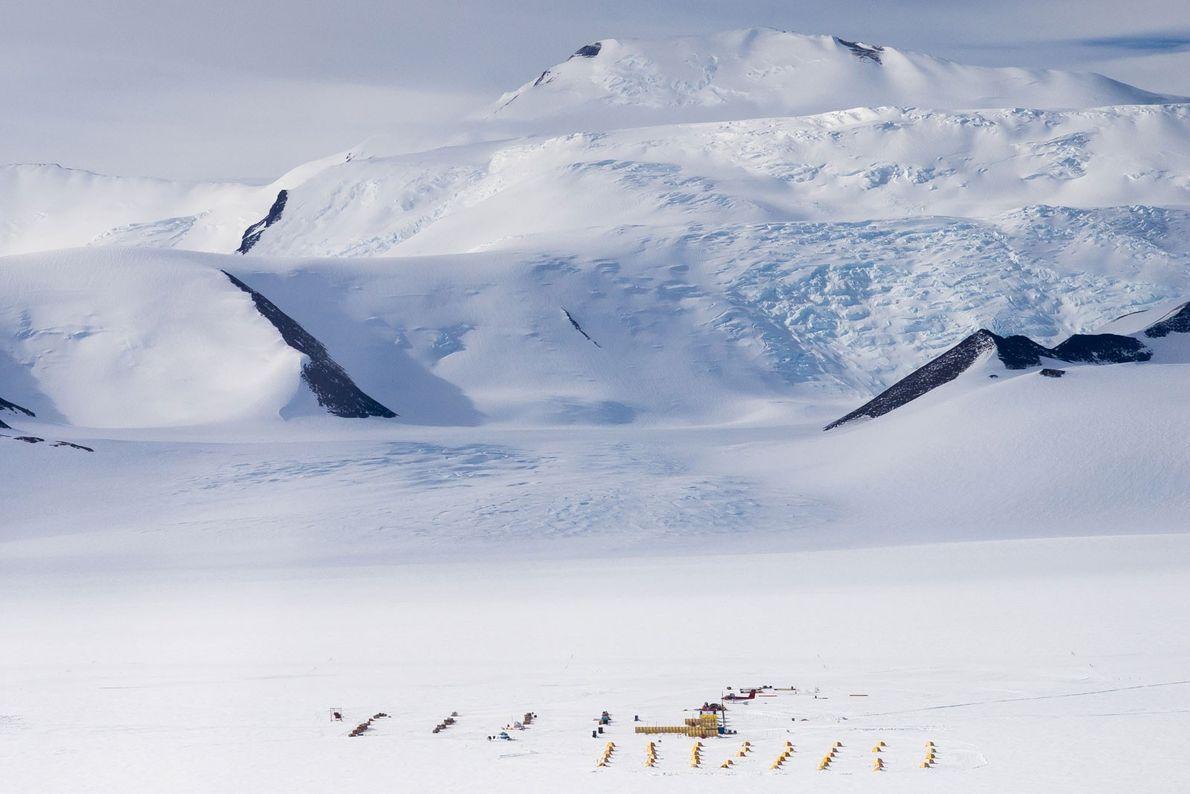 Vista aérea del campamento del glaciar Shackleton, la base de operaciones de los investigadores durante la …