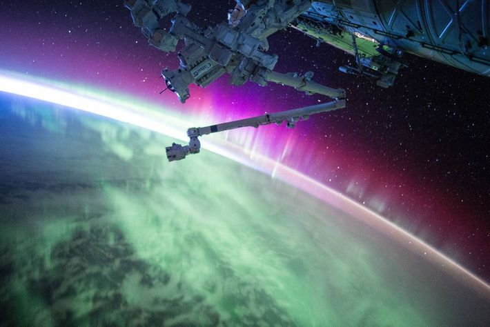 ISS atravesando una aurora
