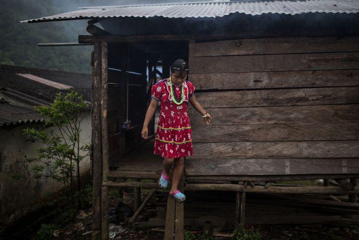 Una adolescente indígena