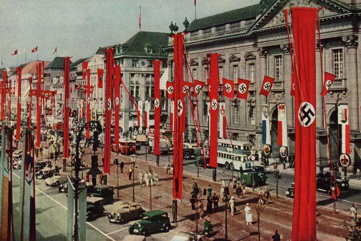 Banderas con esvásticas