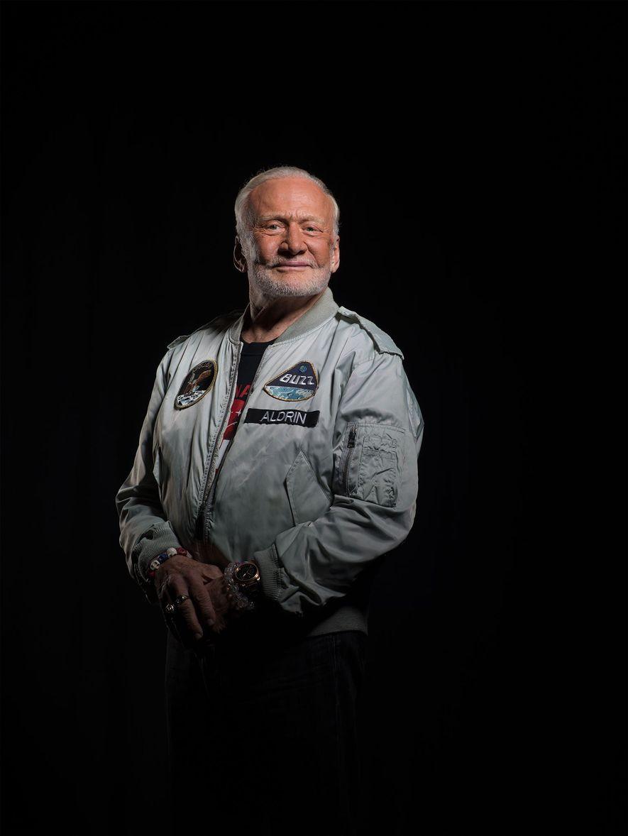 Aldrin, fotografiado en la sede de National Geographic en Washington, D.C., cree que, dentro de dos décadas, Estados Unidos llevará tripulaciones internacionales a Marte.