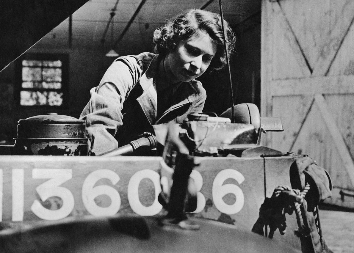 Imagen de la Princesa Isabel en el ATS mechanic, 1945