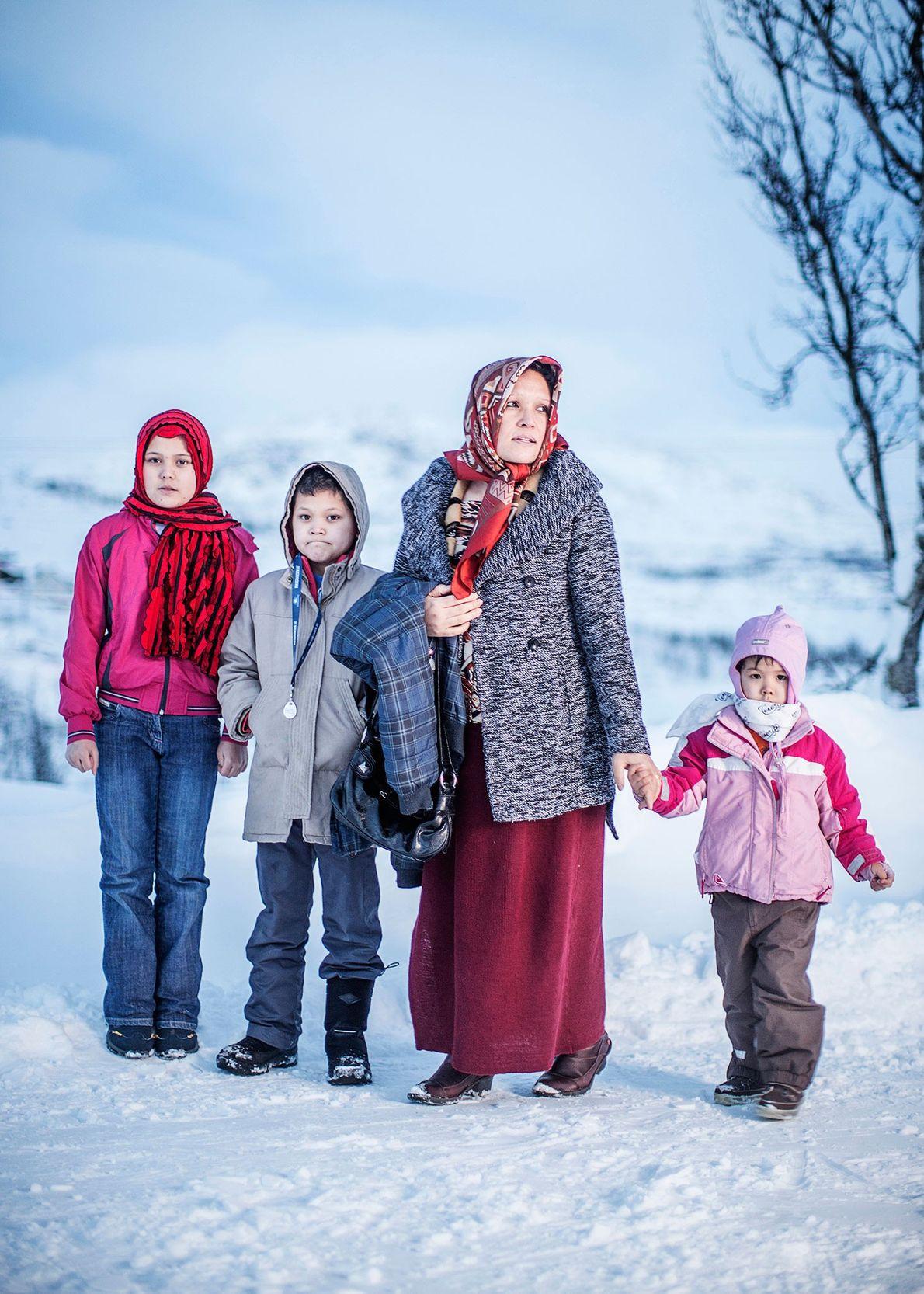 Imagen de Adila Mohsini con los niños.