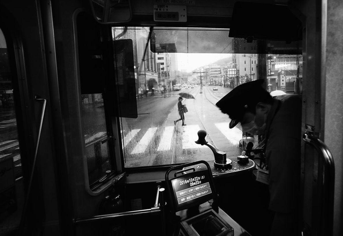 Primer puesto: Ciudades   Esta es una imagen de la calle principal de Nagasaki desde un tranvía en …