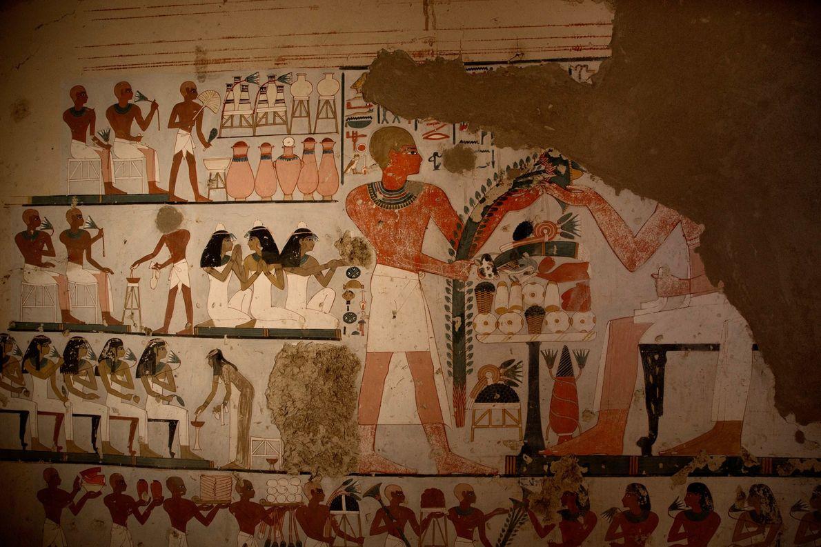 Un mural representa a un individuo que presenta ofrendas a los difuntos, a la derecha, en …