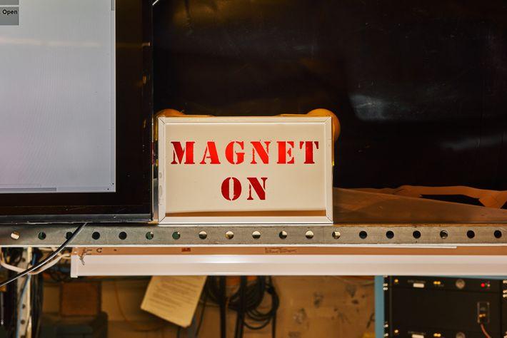 MAGNET ON