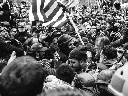La tibia reacción policial al asalto del Capitolio recalca el «poder de la blanquitud en Estados ...