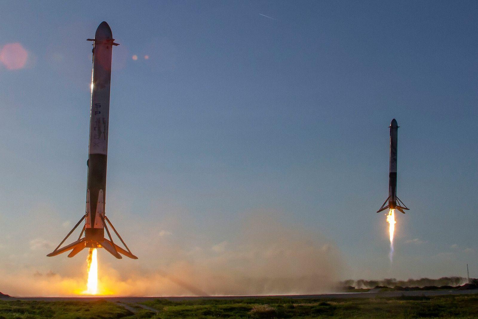 Propulsores laterales del Falcon Heavy