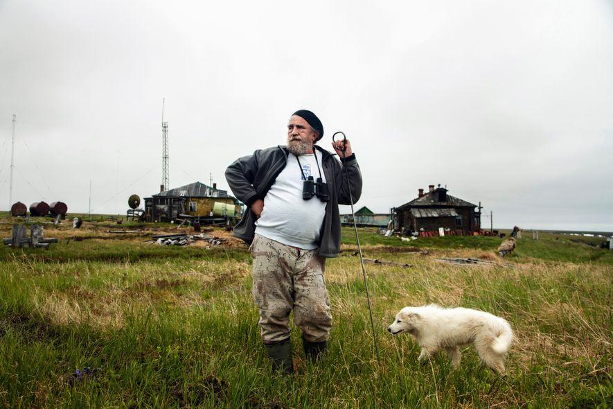 El científico Sergey Zimov contempla el océano Ártico en una estación de investigación a 112 kilómetros ...