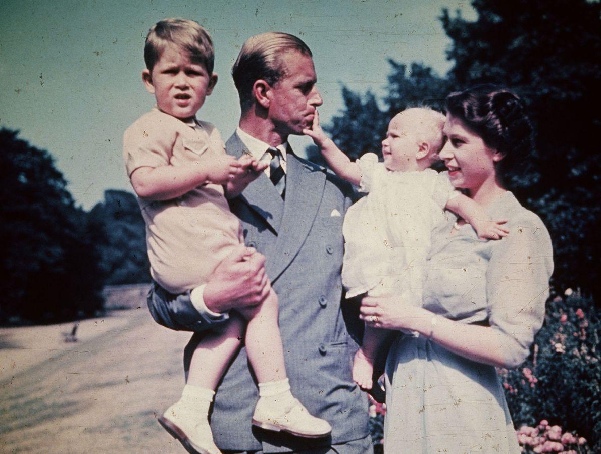 Imagen de la Reina Isabel y su marido el Príncipe Felipe, Duque de Edimburgo, y sus ...