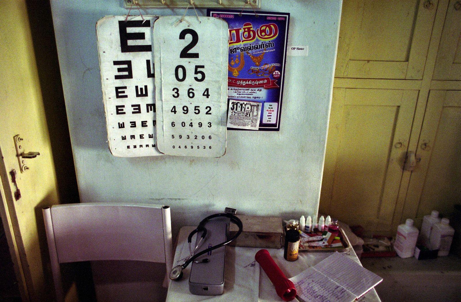 Clínica móvil en una zona rural de la India