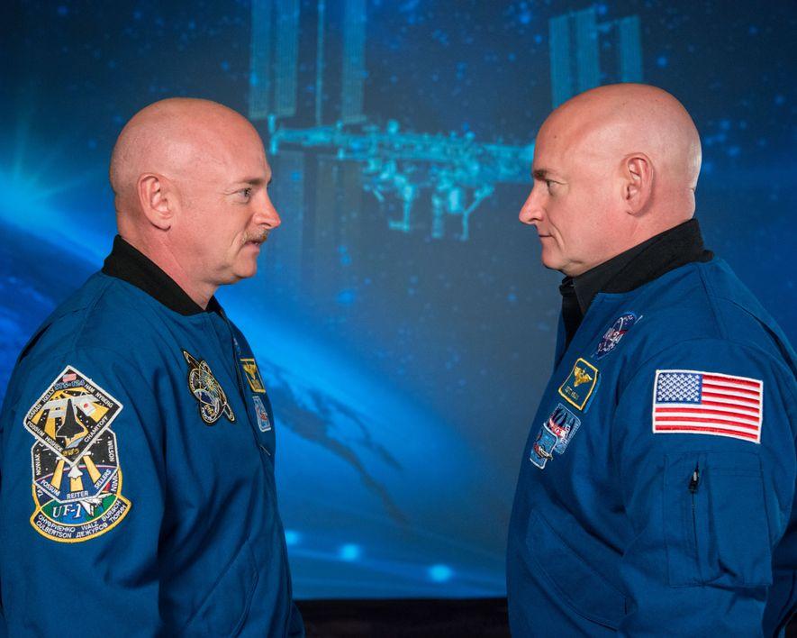 Los hermanos gemelos y astronautas Mark y Scott Kelly participaron en los estudios de gemelos («Twin ...