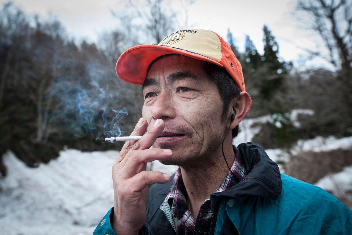Un cazador matagi fuma