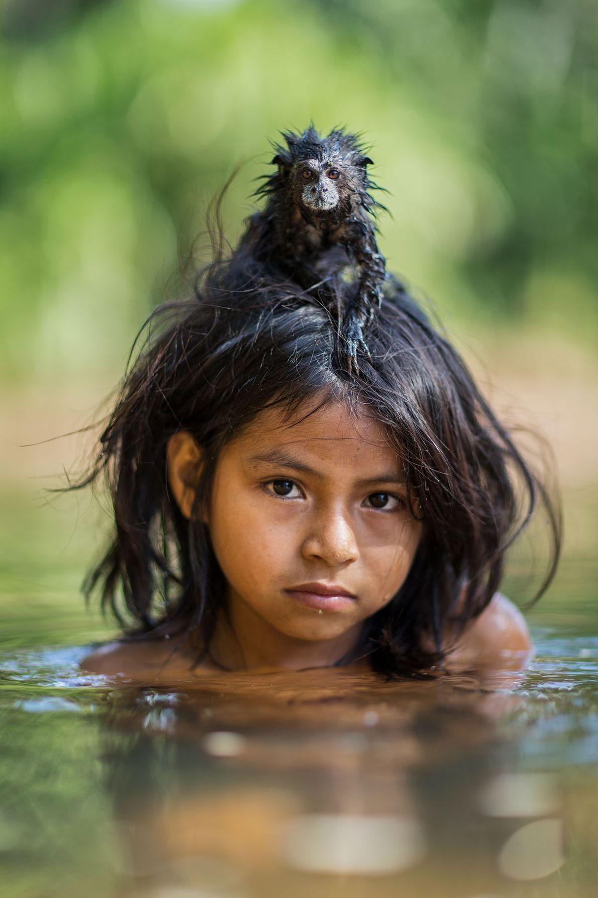 Un mico bebeleche