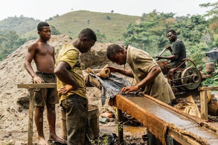 Los mineros ilegales en Anwiam