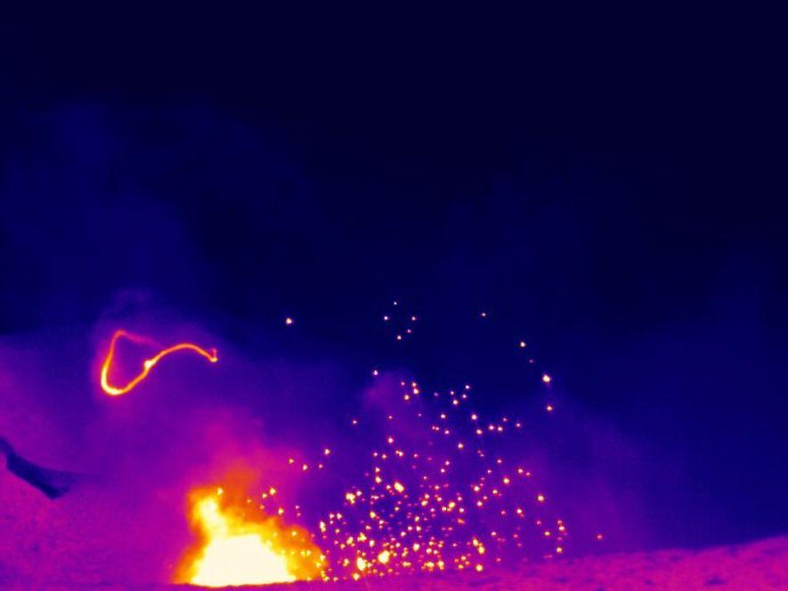 Aunque los anillos de humo volcánicos pueden medir decenas de metros de diámetro, son efímeros e ...