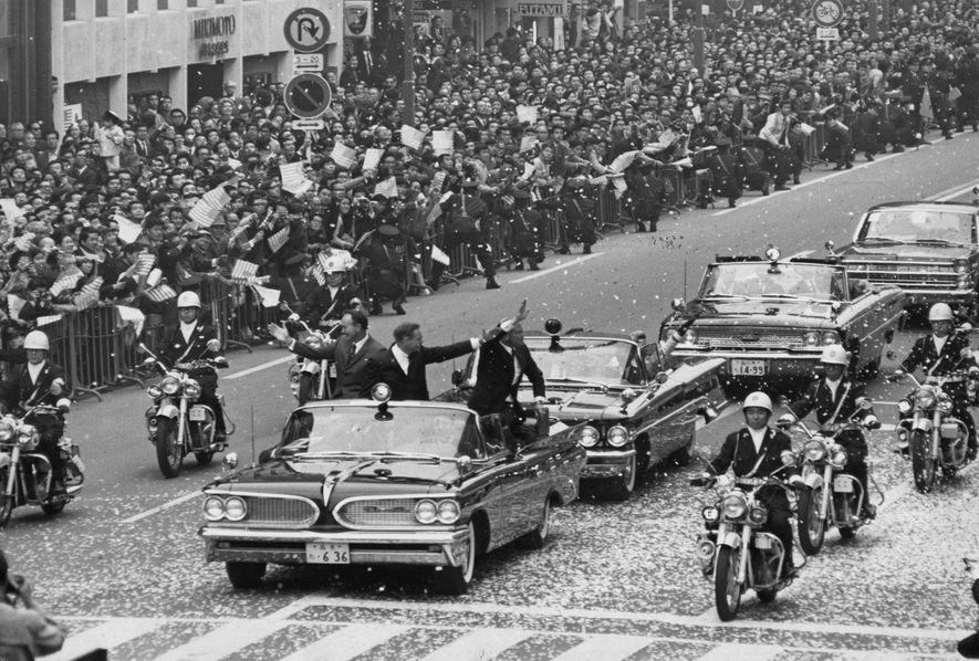 «Cuando volví de la luna, me convertí en una celebridad, un héroe, con confeti, desfiles y discursos», recuerda Aldrin, al que vemos en Tokio durante el Tour Goodwill de 1969. «Pero eso no era lo que buscaba ni deseaba en realidad».