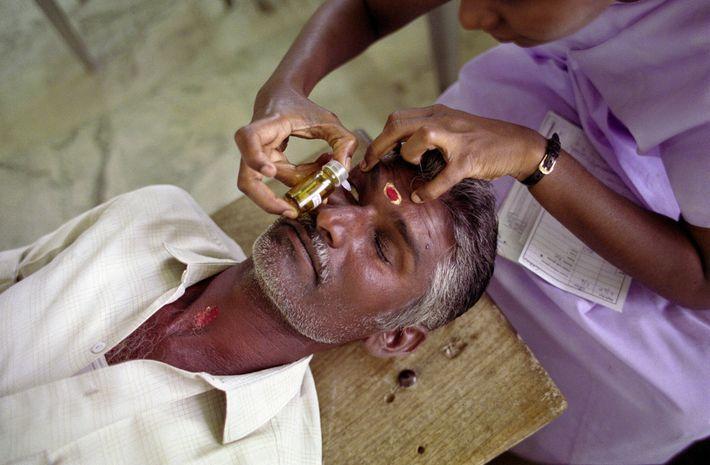 Un paciente recibe su tratamiento