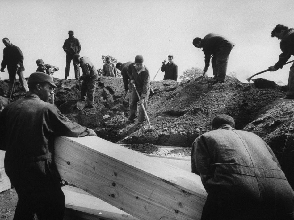 Nueva York entierra a las víctimas de la pandemia en la Isla Hart, pero no es ...