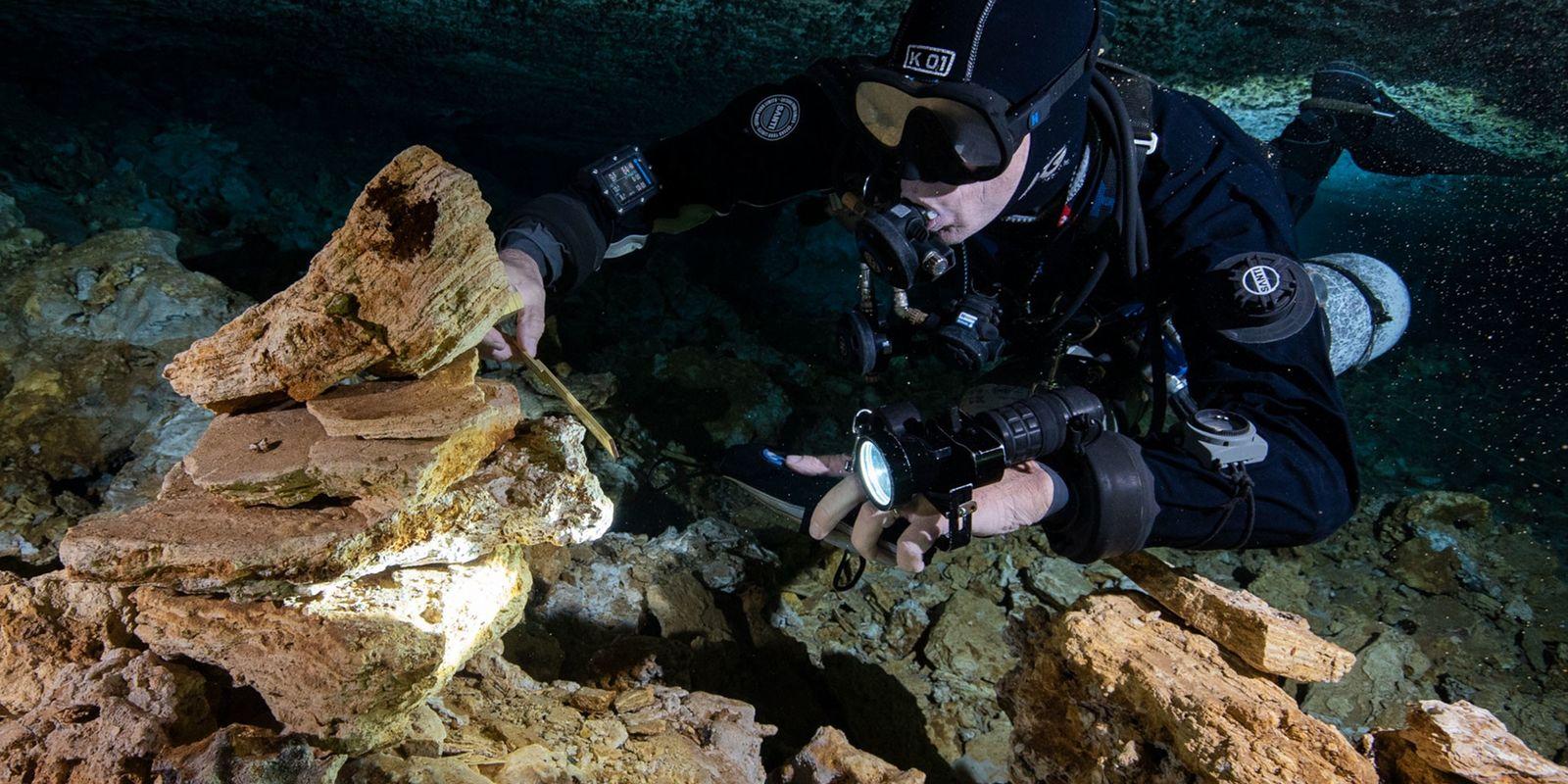 Descubren una mina de ocre de 11.000 años en una cueva subacuática de México