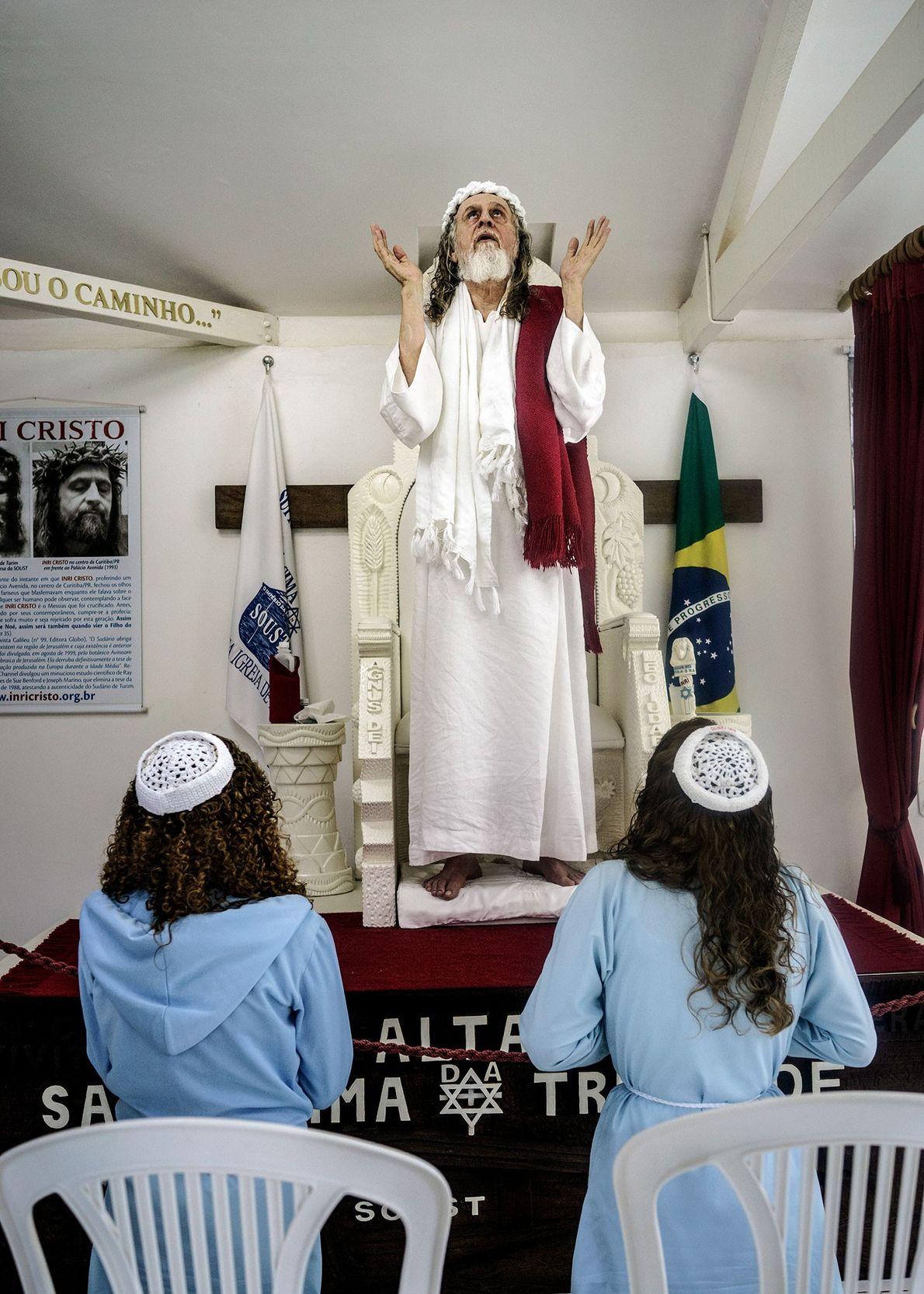 INRI Cristo en una liturgia
