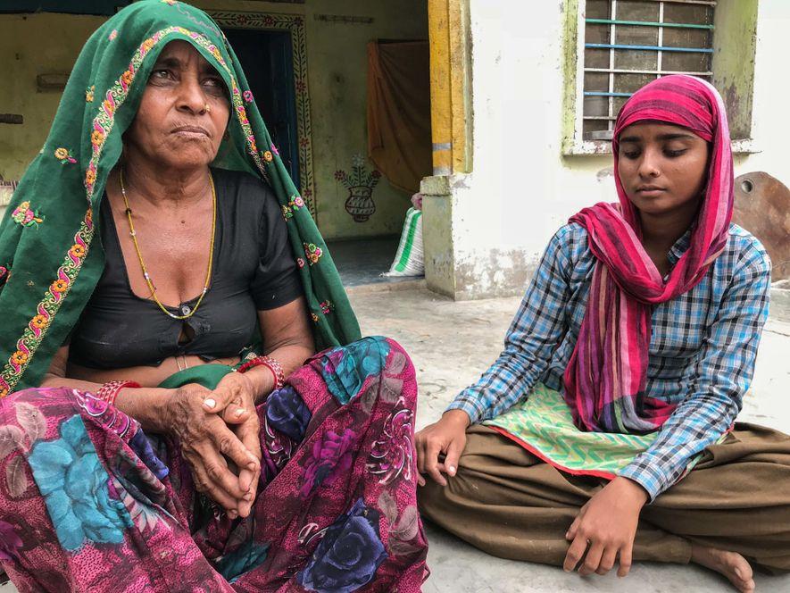Jagannabai Meena, de 55 años, y su hija Pooja, de 18, viven en Roundhpura, una «aldea ...