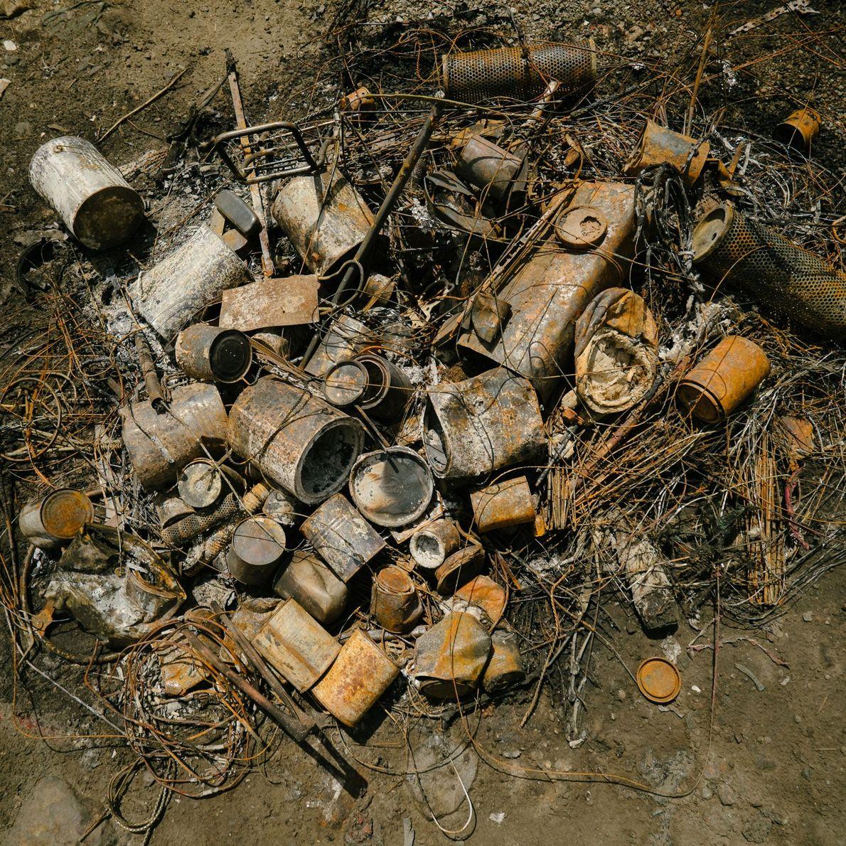Las piezas de motores se queman para quitar el aceite y así puedan venderse y ser ...