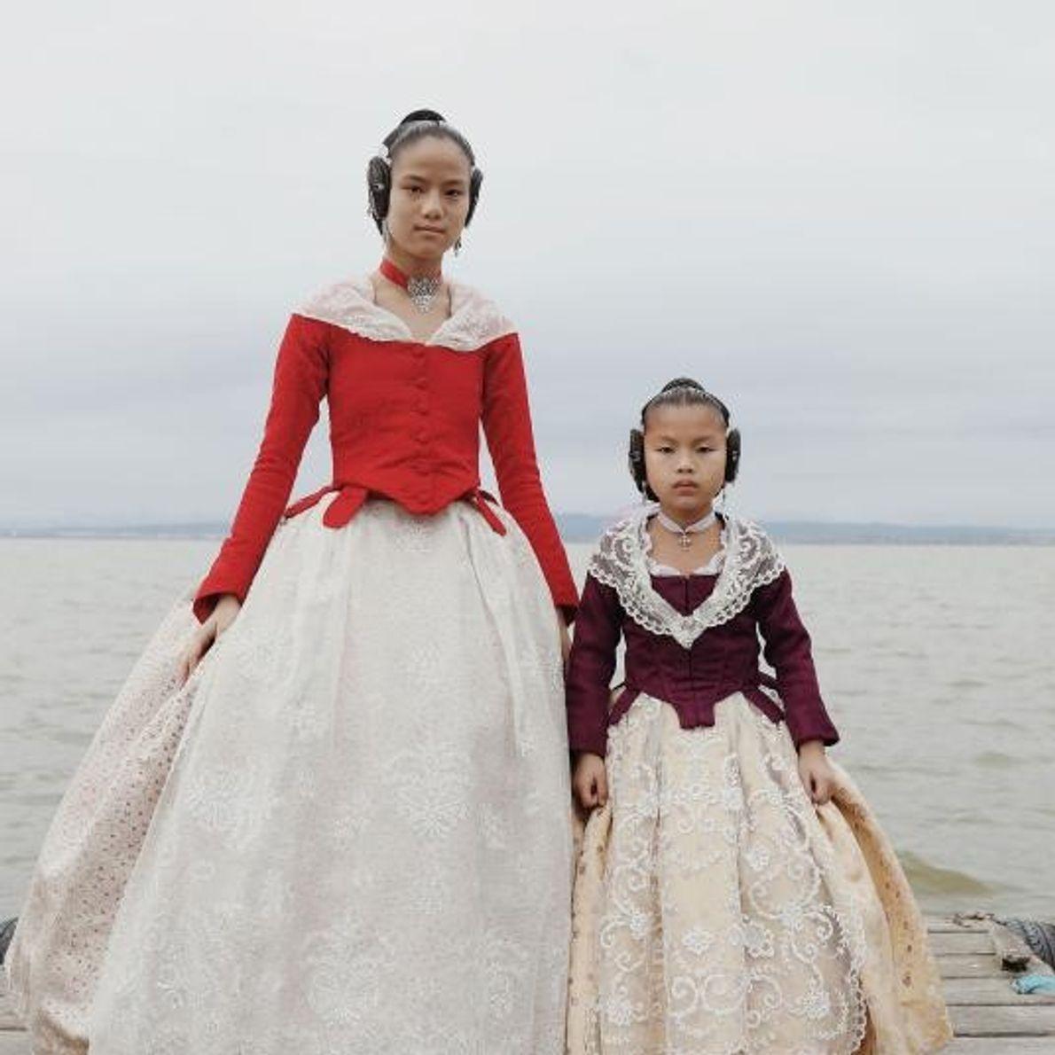 Emma Xifeng Abril y Eva Lanhan Abril