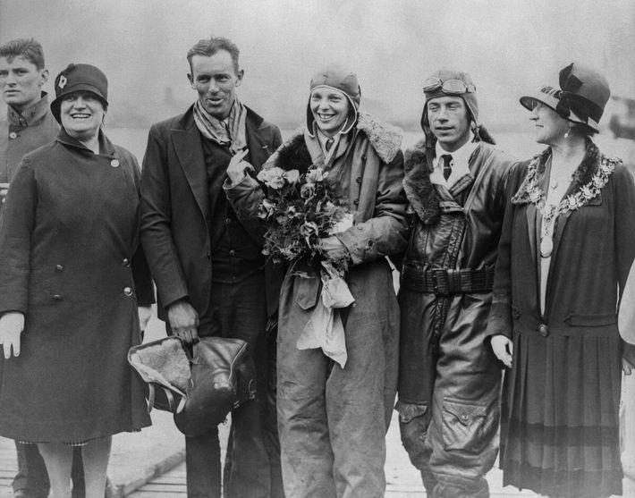 Amelia Earhart, Amy Guest, Lou Gordon, Wilmer Stultz y Foster Welch