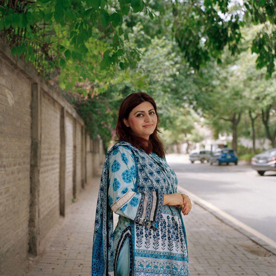Gulalai Ismail, activista pastuna de los derechos humanos de 32 años, fundó Aware Girls, una organización que combate la violencia contra las mujeres, a los 16 años. El grupo pretende educar y movilizar a niñas y mujeres contra la opresión social, sobre todo en su provincia de Khyber Pakhtunkhwa. En el momento en que se sacó esta foto, Ismail y Aware Girls estaban acusadas de blasfemia por llevar a cabo «actividades inmorales» y por desafiar tradiciones religiosas perjudiciales.
