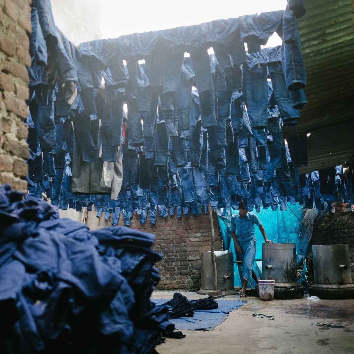 Imagen de una de las áreas más densamente pobladas y contaminadas de Delhi, fábrica de la ...