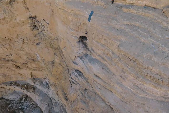 Arqueólogos descienden hacia la cueva de los Horrores