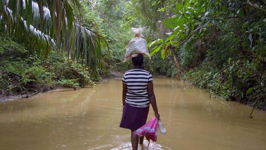 Tras años de guerra y violencia, esta mujer colombiana aún no puede volver a casa